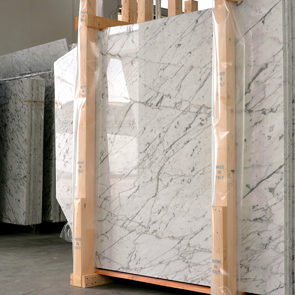 marble-slab-in-warehouse-600x600
